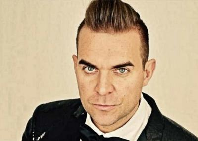 Robbie W as Robbie Williams